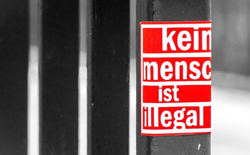 AUfkleber: Kein Mensch ist illegal